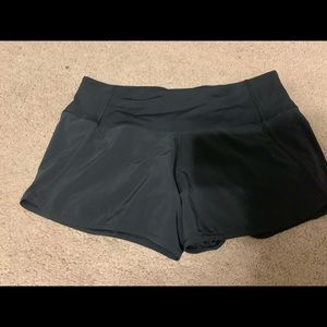 Run times lululemon short size 6 black